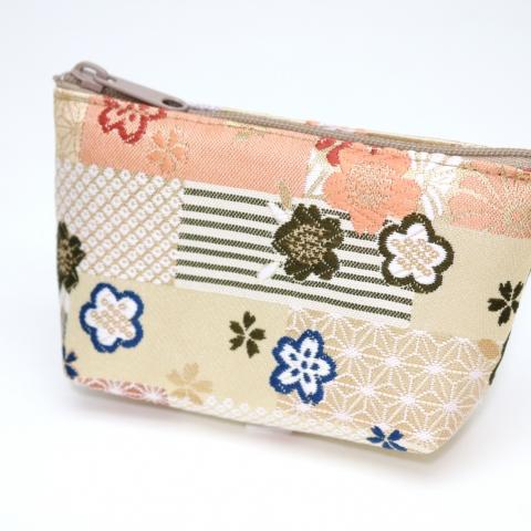 金襴ミニポーチ【文様畳に春花散らし・白茶】